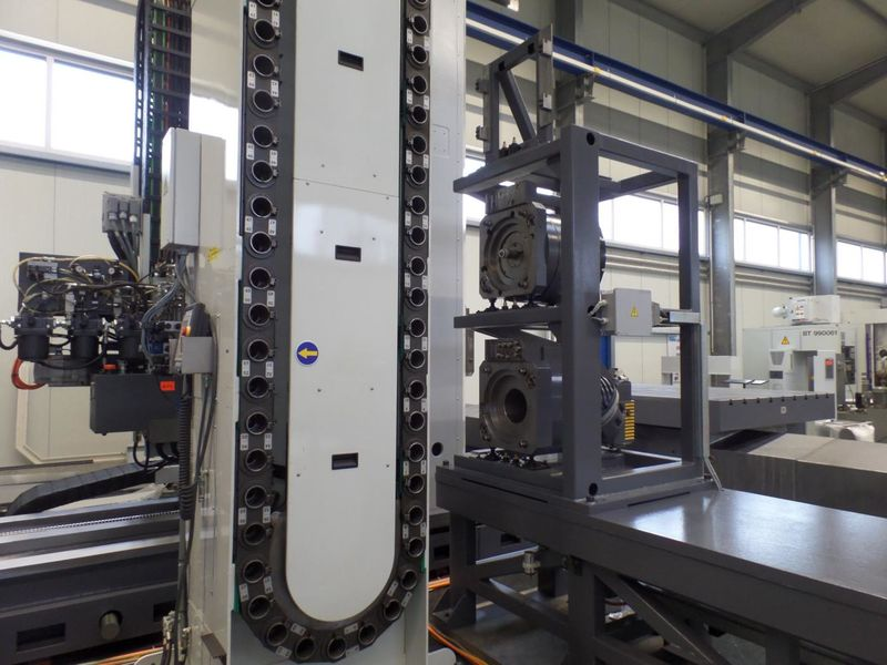 cnc_horizontal_boring_milling_machine_fpt_castel_red_X_4000_Y_3000_Z_2500mm_tool_changer