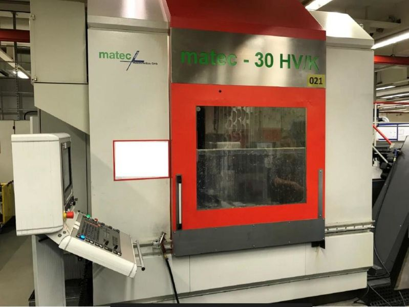 frontal view 5-axis machining centre MATEC 30 HV/K with HEIDENHAIN iTNC 530 5-axis and integrated rotary table