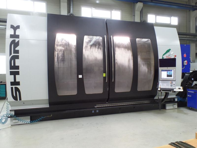 view on travelling column milling machine PARPAS SHARK One built 2016 with 2-axis-milling head and HEIDENHAIN iTNC 530 HSCI